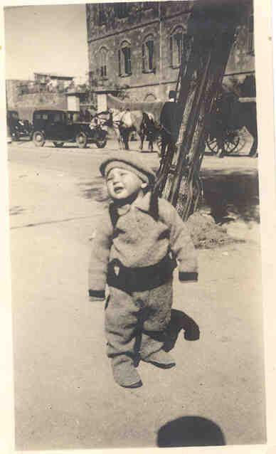 סבתי כשהיא הייתה קטנה