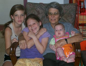 סבתי היום עם שתי האחיות שלי ועם בת דודתי