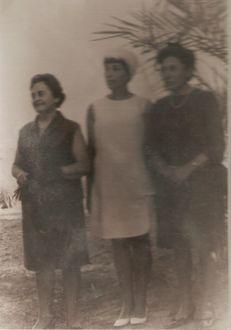 סבתי עם אמה ועם אמא של סבא